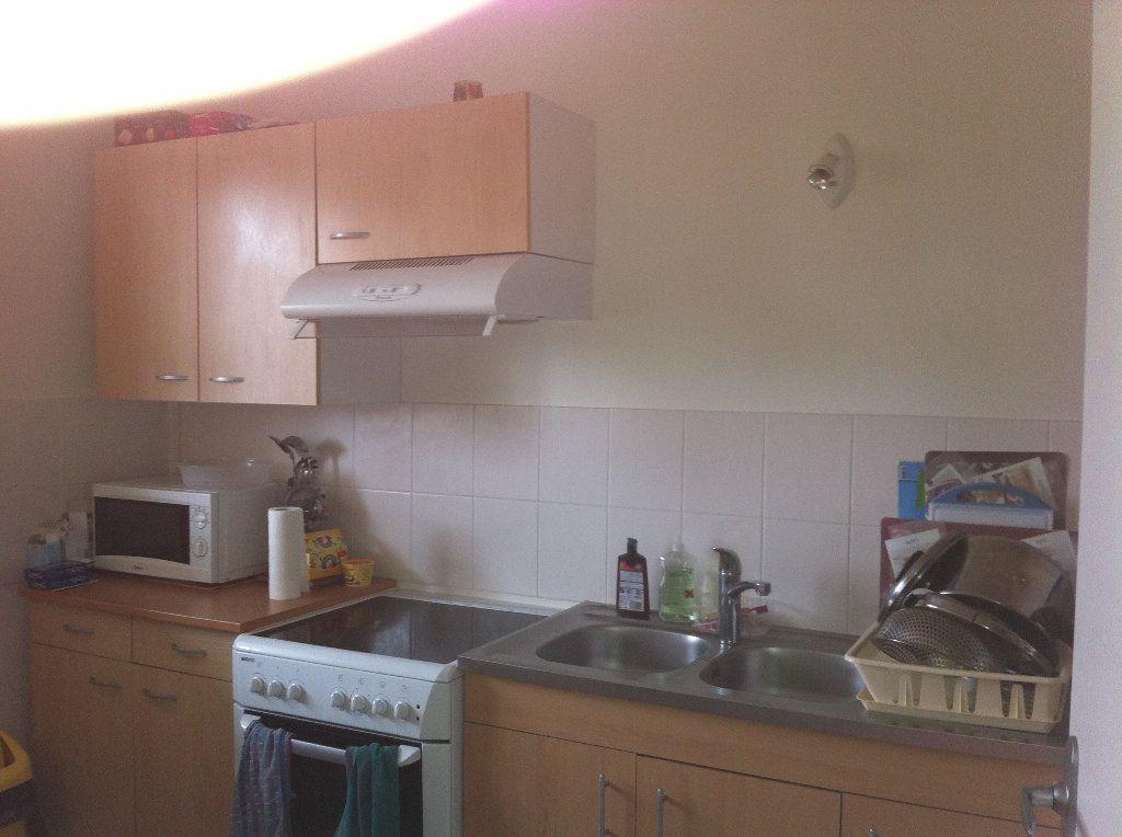 Appartement à louer 3 66.3m2 à Tours vignette-6