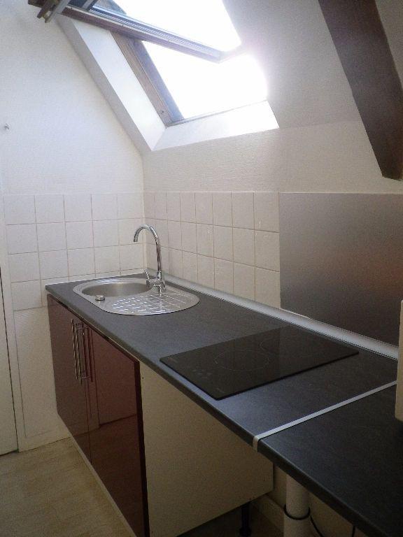 Appartement à louer 1 25m2 à Saint-Pierre-des-Corps vignette-1