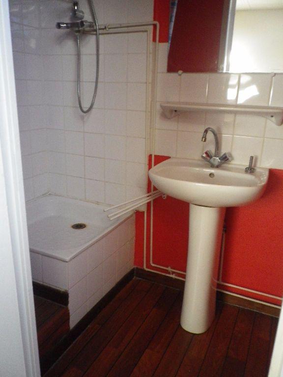 Appartement à louer 1 25m2 à Saint-Pierre-des-Corps vignette-2