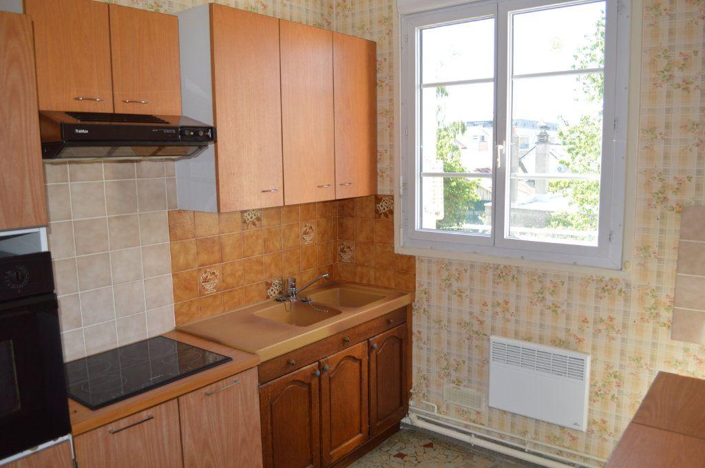 Appartement à vendre 3 65m2 à Saint-Pierre-des-Corps vignette-5