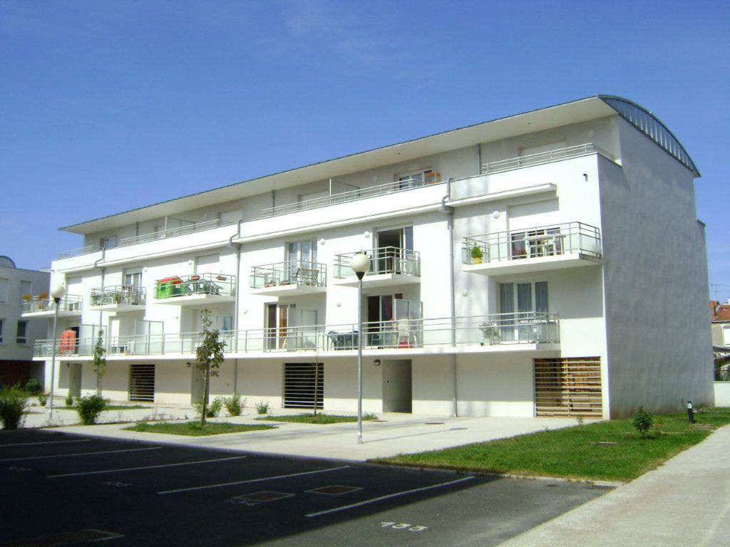 Appartement à louer 2 41.76m2 à Saint-Pierre-des-Corps vignette-1