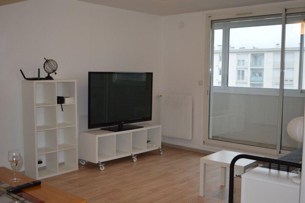 Appartement à louer 2 55.78m2 à Saint-Pierre-des-Corps vignette-1