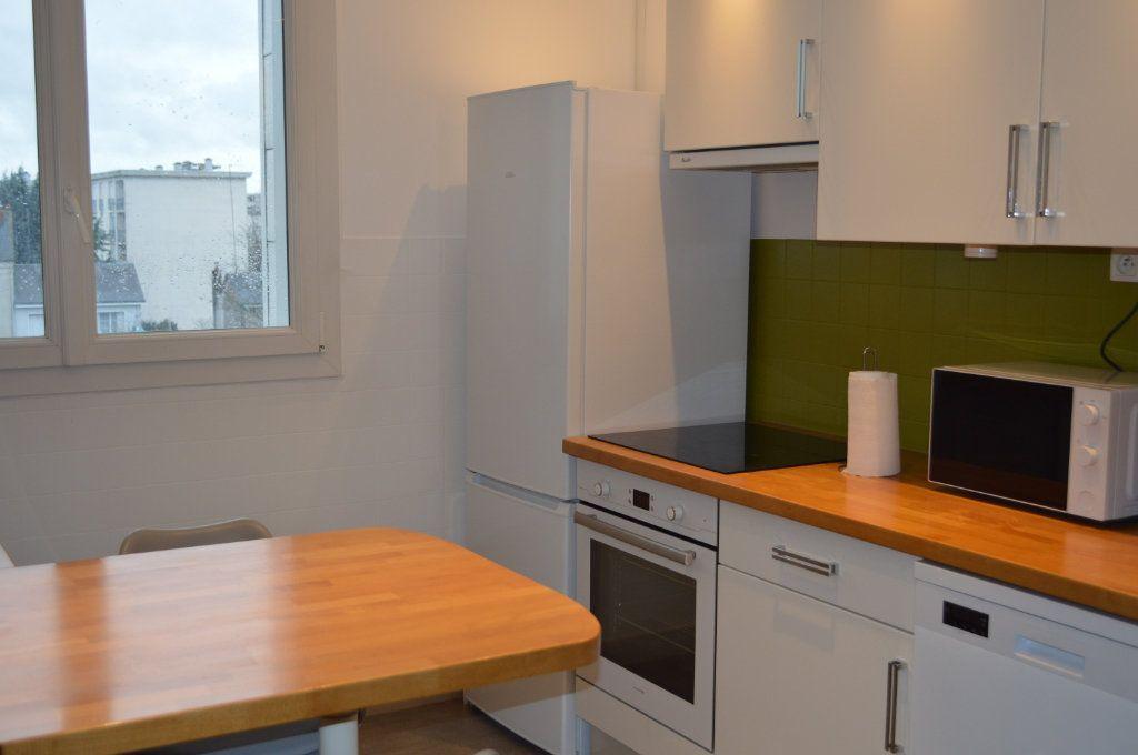 Appartement à louer 2 55.78m2 à Saint-Pierre-des-Corps vignette-2