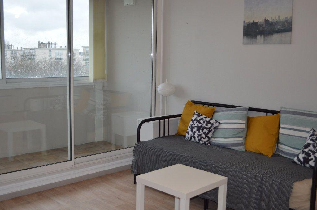 Appartement à louer 2 55.78m2 à Saint-Pierre-des-Corps vignette-3