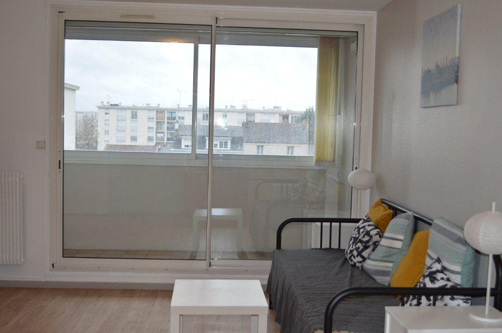 Appartement à louer 2 55.78m2 à Saint-Pierre-des-Corps vignette-7