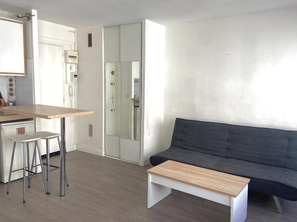 Appartement à louer 1 26m2 à Paris 15 vignette-3