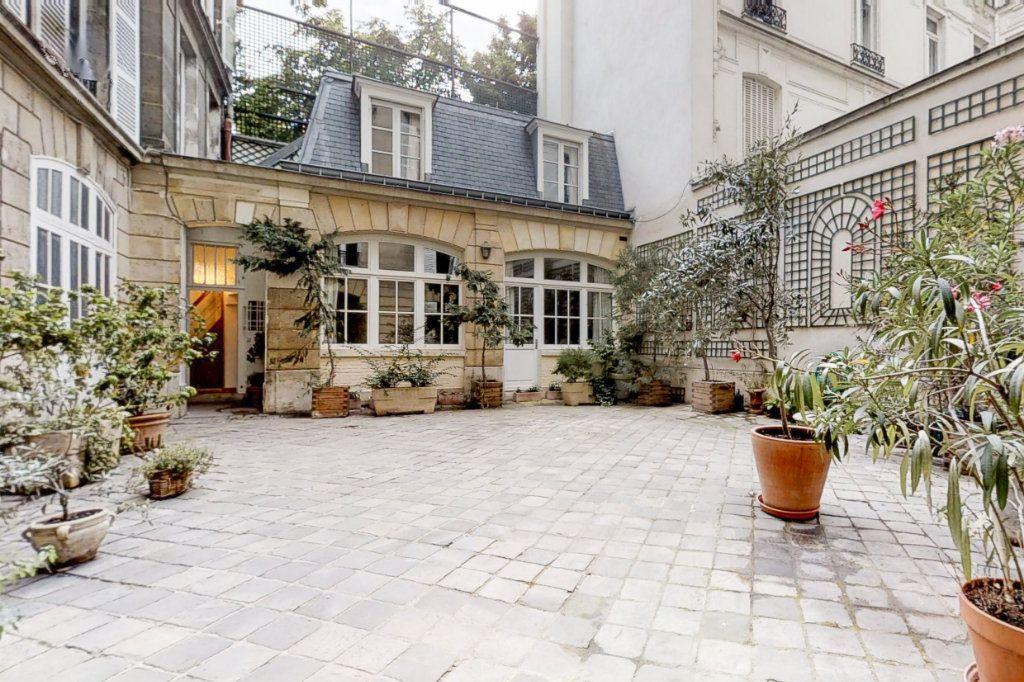 Appartement à louer 3 66.35m2 à Paris 7 vignette-1