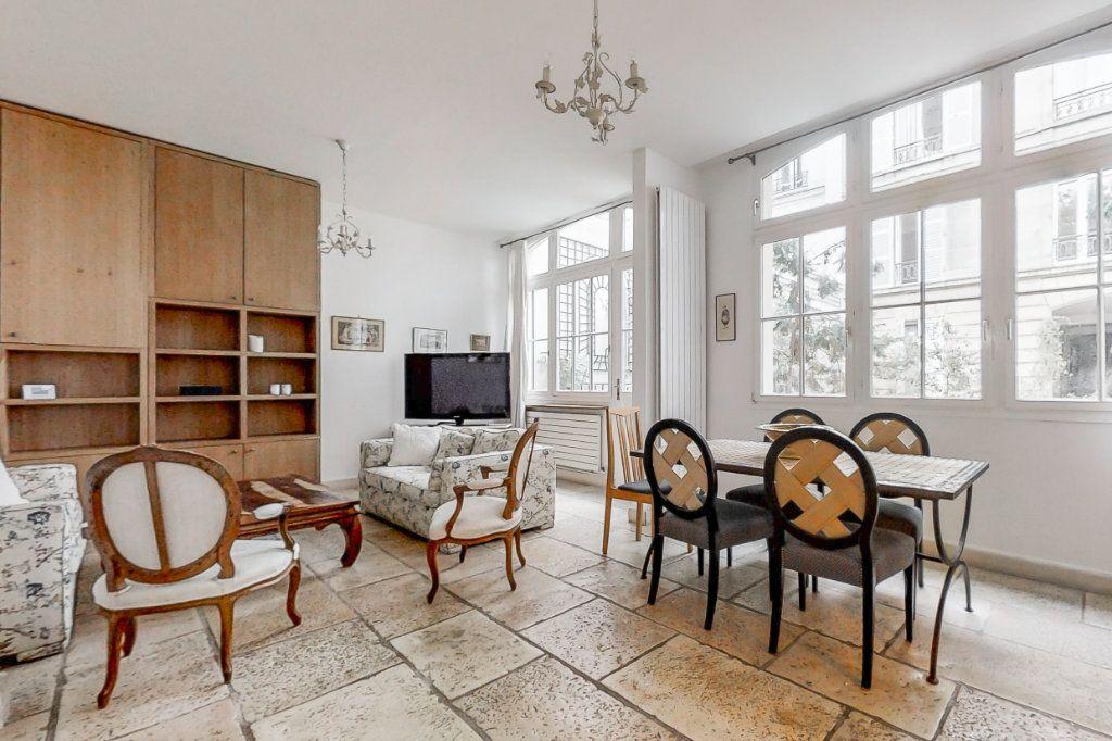 Appartement à louer 3 66.35m2 à Paris 7 vignette-4