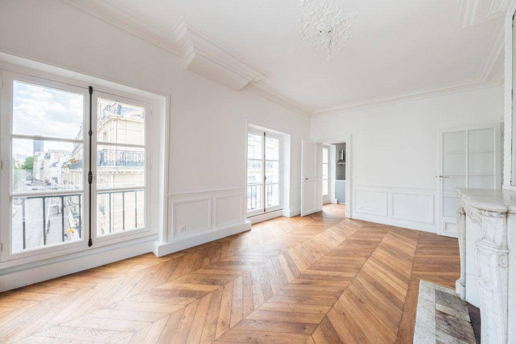 Appartement à louer 5 129.57m2 à Paris 7 vignette-1