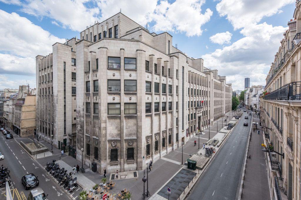 Appartement à louer 5 129.57m2 à Paris 7 vignette-2