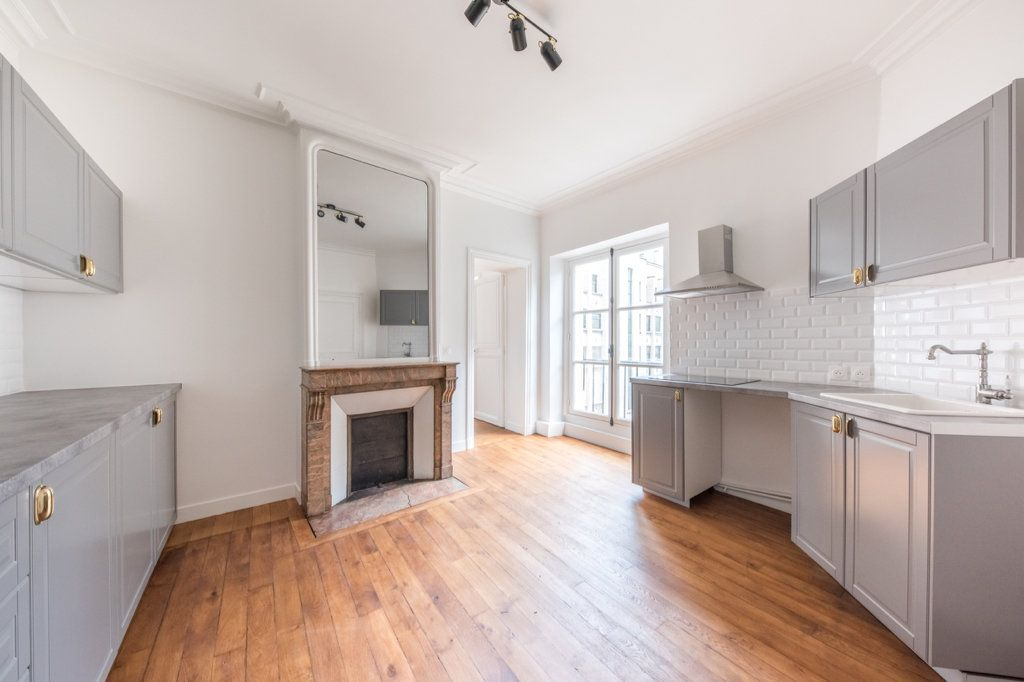 Appartement à louer 5 129.57m2 à Paris 7 vignette-3