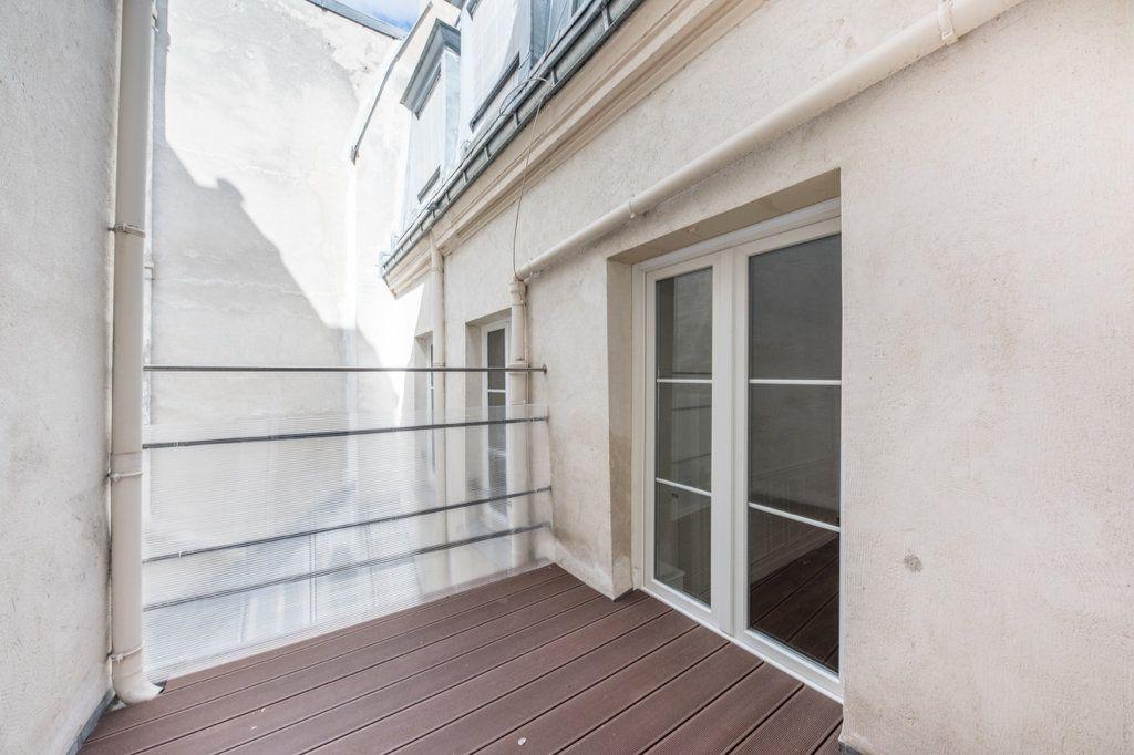 Appartement à louer 5 129.57m2 à Paris 7 vignette-4