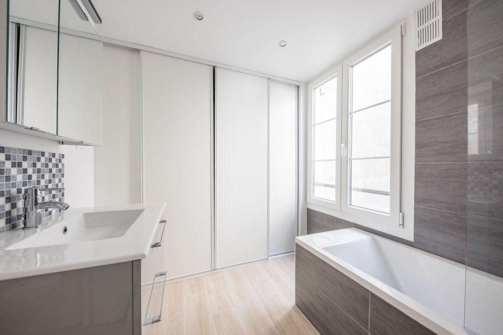 Appartement à louer 5 129.57m2 à Paris 7 vignette-5
