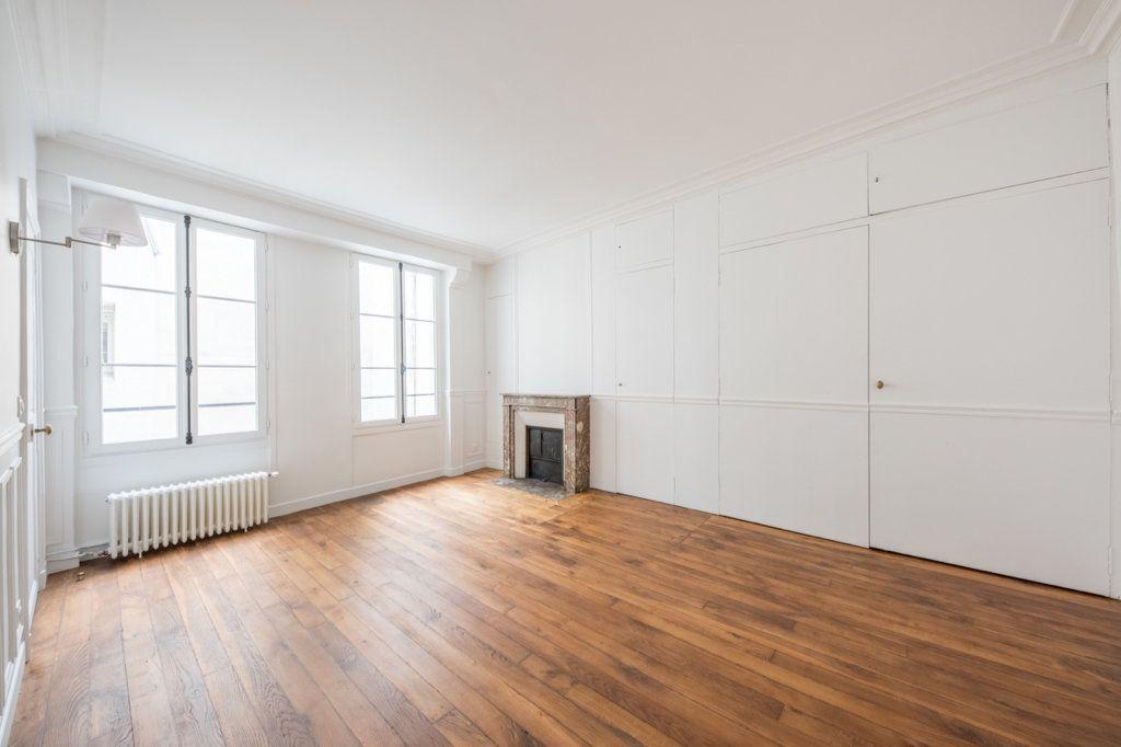 Appartement à louer 5 129.57m2 à Paris 7 vignette-6