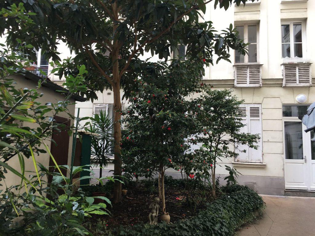 Appartement à louer 2 32.33m2 à Paris 17 vignette-1