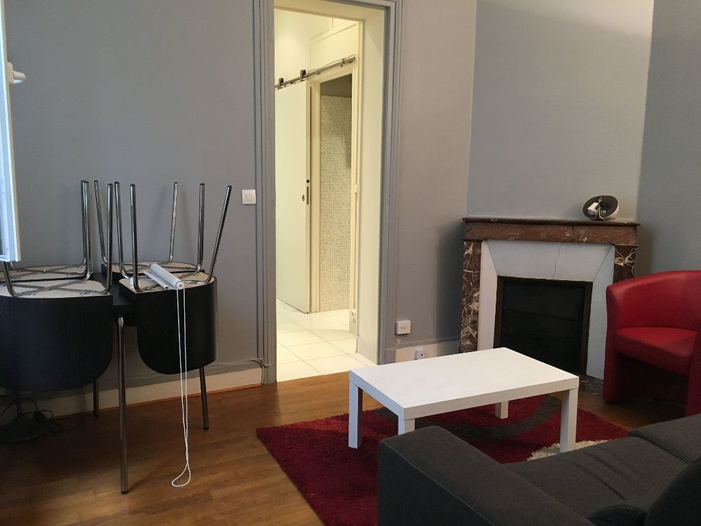 Appartement à louer 2 32.33m2 à Paris 17 vignette-4