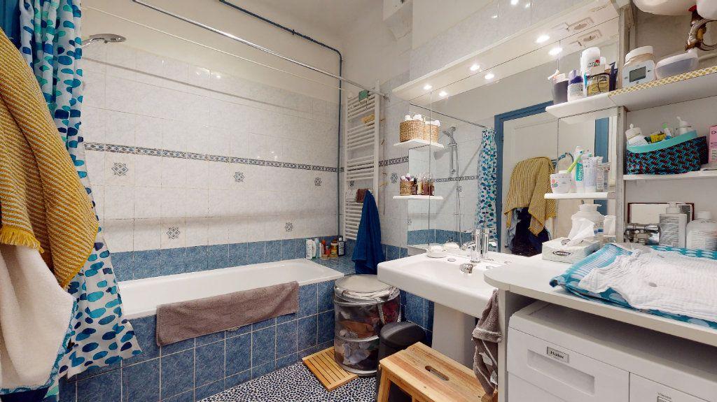 Appartement à vendre 3 77.59m2 à Lyon 7 vignette-6