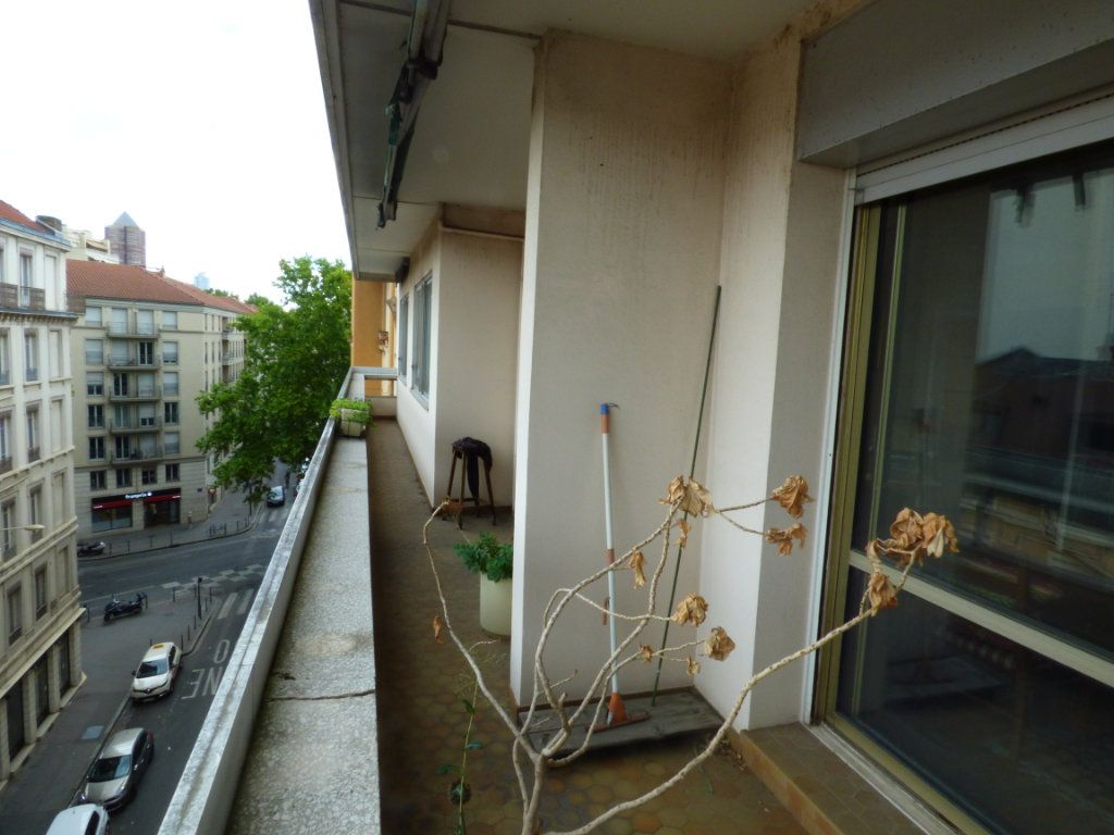 Appartement à vendre 6 131.45m2 à Lyon 7 vignette-1
