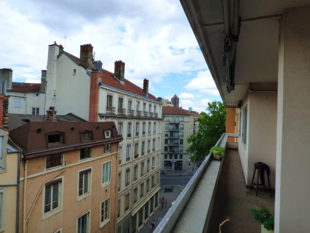 Appartement à vendre 6 131.45m2 à Lyon 7 vignette-2