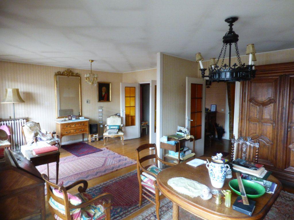 Appartement à vendre 6 131.45m2 à Lyon 7 vignette-3
