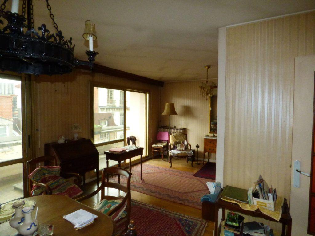 Appartement à vendre 6 131.45m2 à Lyon 7 vignette-5
