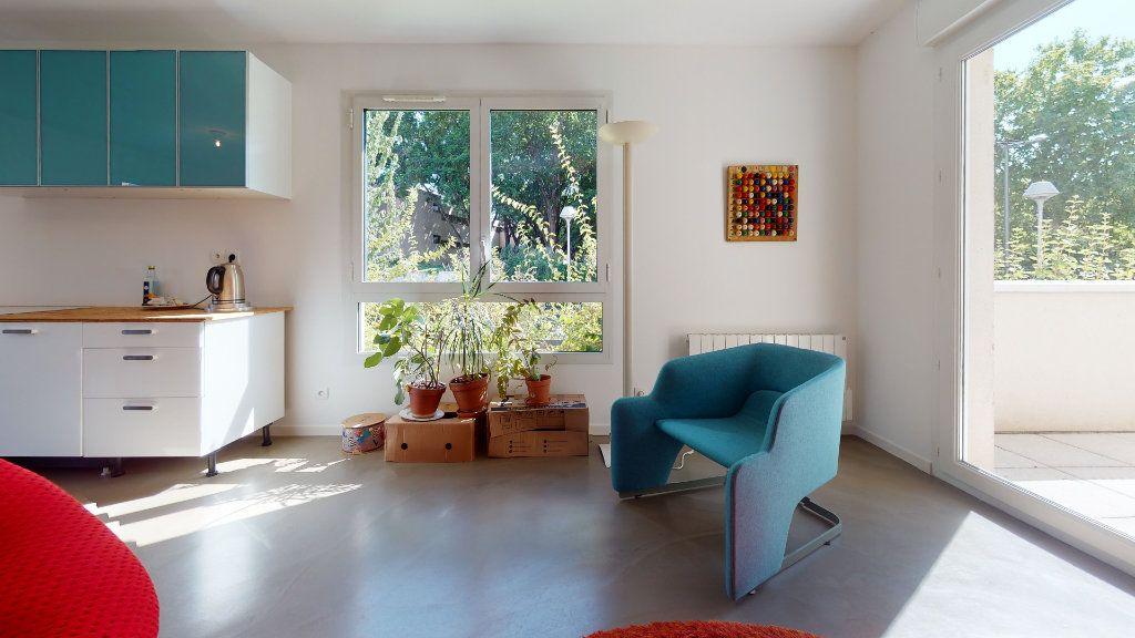 Appartement à vendre 3 63.8m2 à Lyon 7 vignette-3
