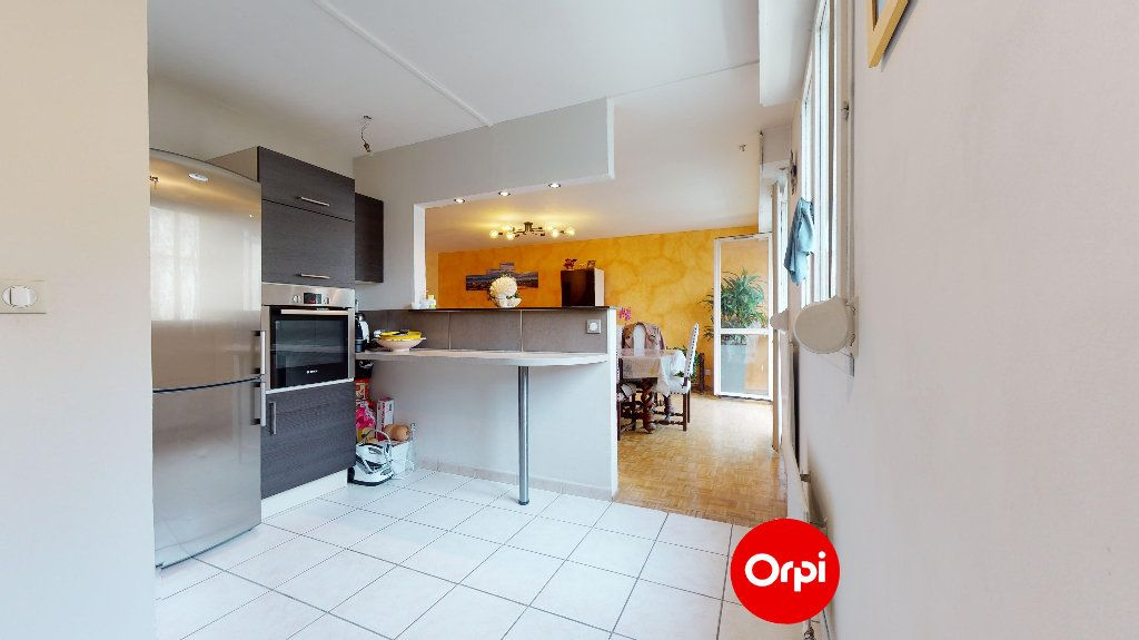 Appartement à vendre 4 88.7m2 à Lyon 7 vignette-2