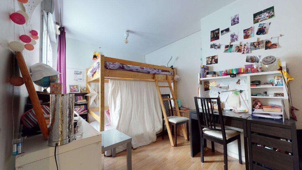 Appartement à vendre 3 74.17m2 à Lyon 7 vignette-6