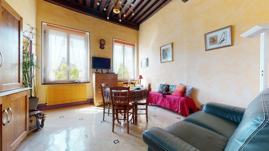 Appartement à vendre 5 140m2 à Lyon 4 vignette-1