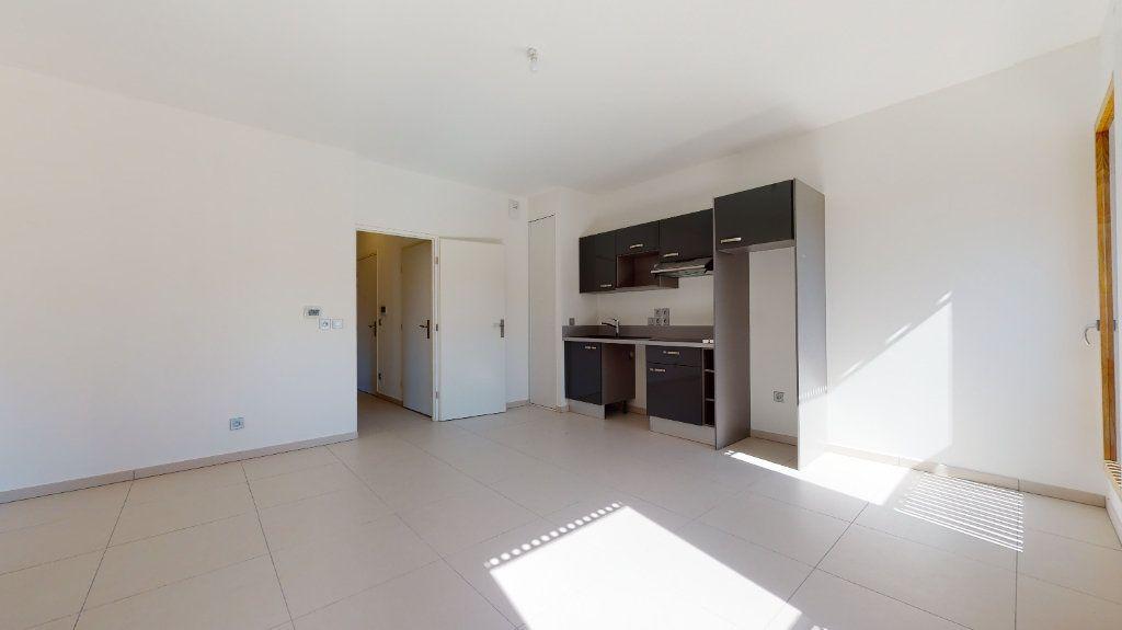 Appartement à vendre 3 63.34m2 à Lyon 4 vignette-3