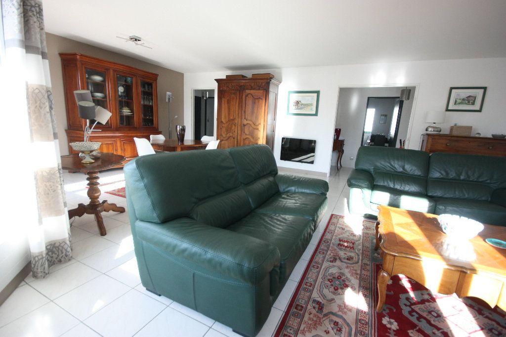 Appartement à vendre 4 107.02m2 à Lyon 7 vignette-1