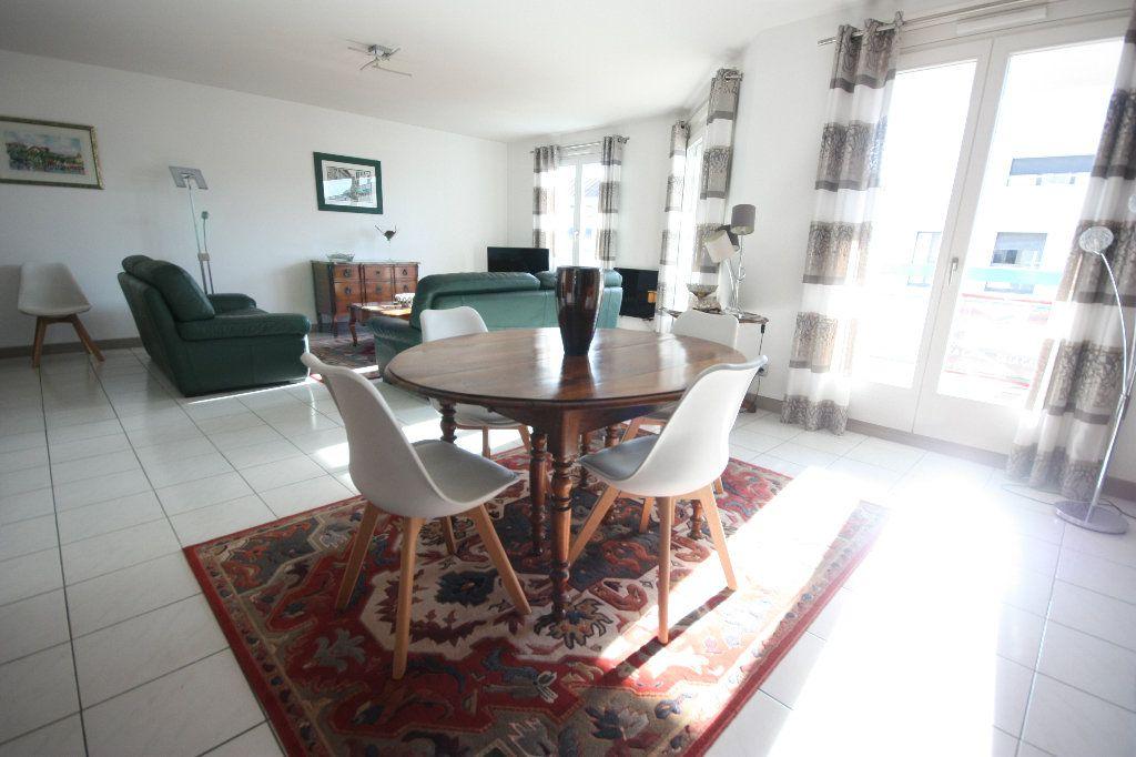 Appartement à vendre 4 107.02m2 à Lyon 7 vignette-2
