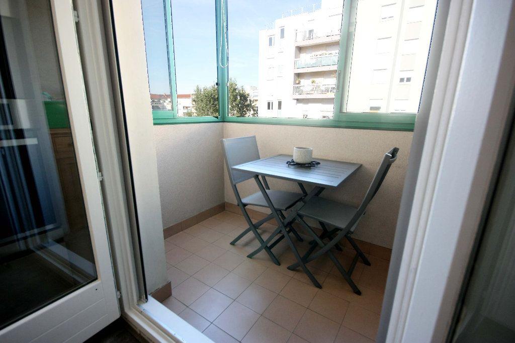 Appartement à vendre 4 107.02m2 à Lyon 7 vignette-4