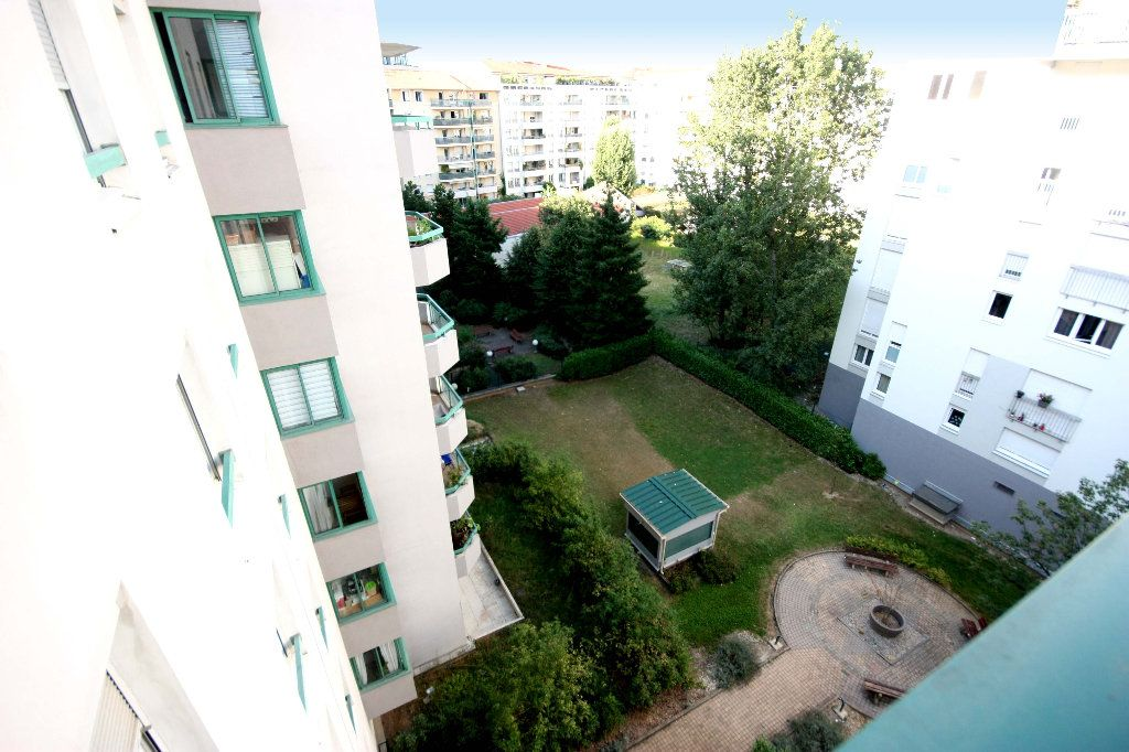 Appartement à vendre 4 107.02m2 à Lyon 7 vignette-5