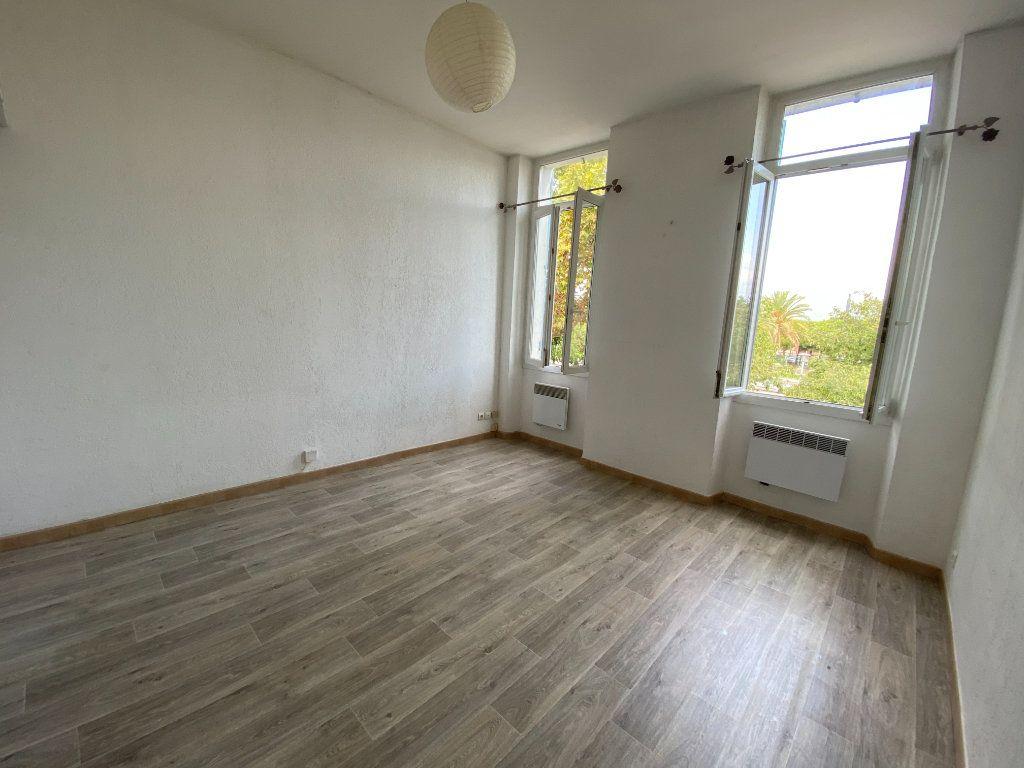 Appartement à louer 1 25m2 à La Seyne-sur-Mer vignette-1