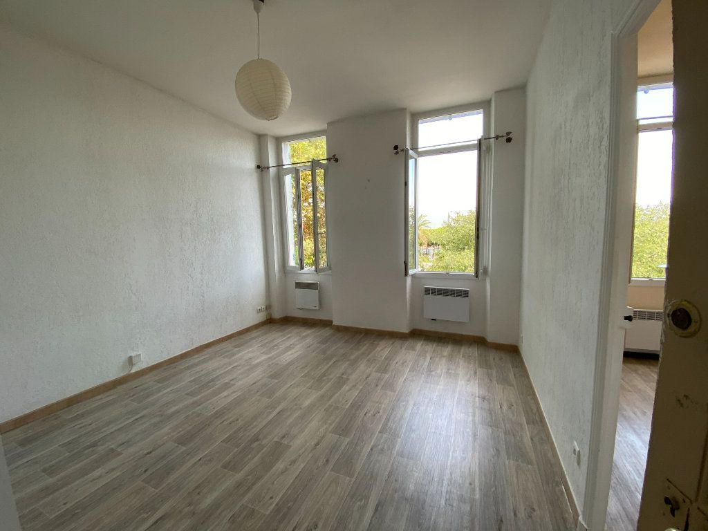 Appartement à louer 1 25m2 à La Seyne-sur-Mer vignette-2