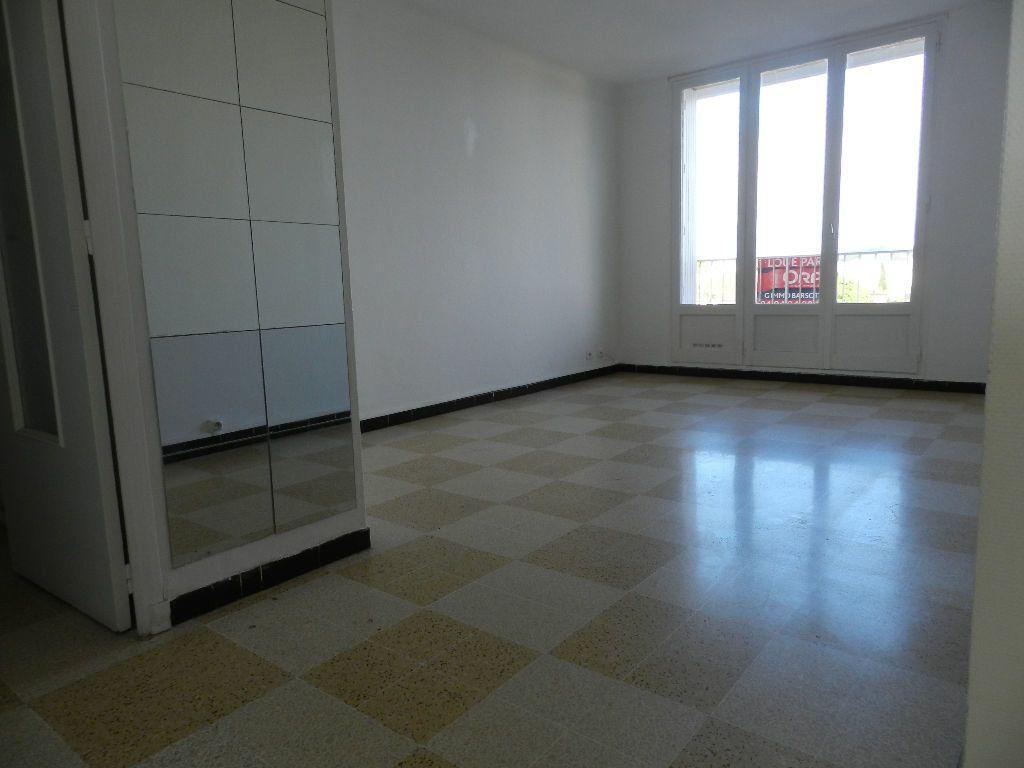 Appartement à louer 4 65.7m2 à La Seyne-sur-Mer vignette-1