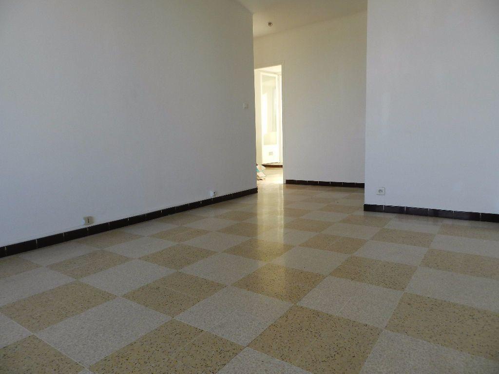 Appartement à louer 4 65.7m2 à La Seyne-sur-Mer vignette-2