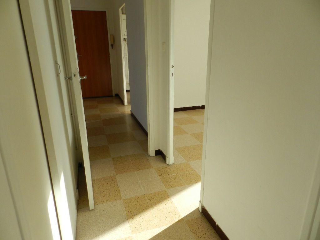 Appartement à louer 4 65.7m2 à La Seyne-sur-Mer vignette-3