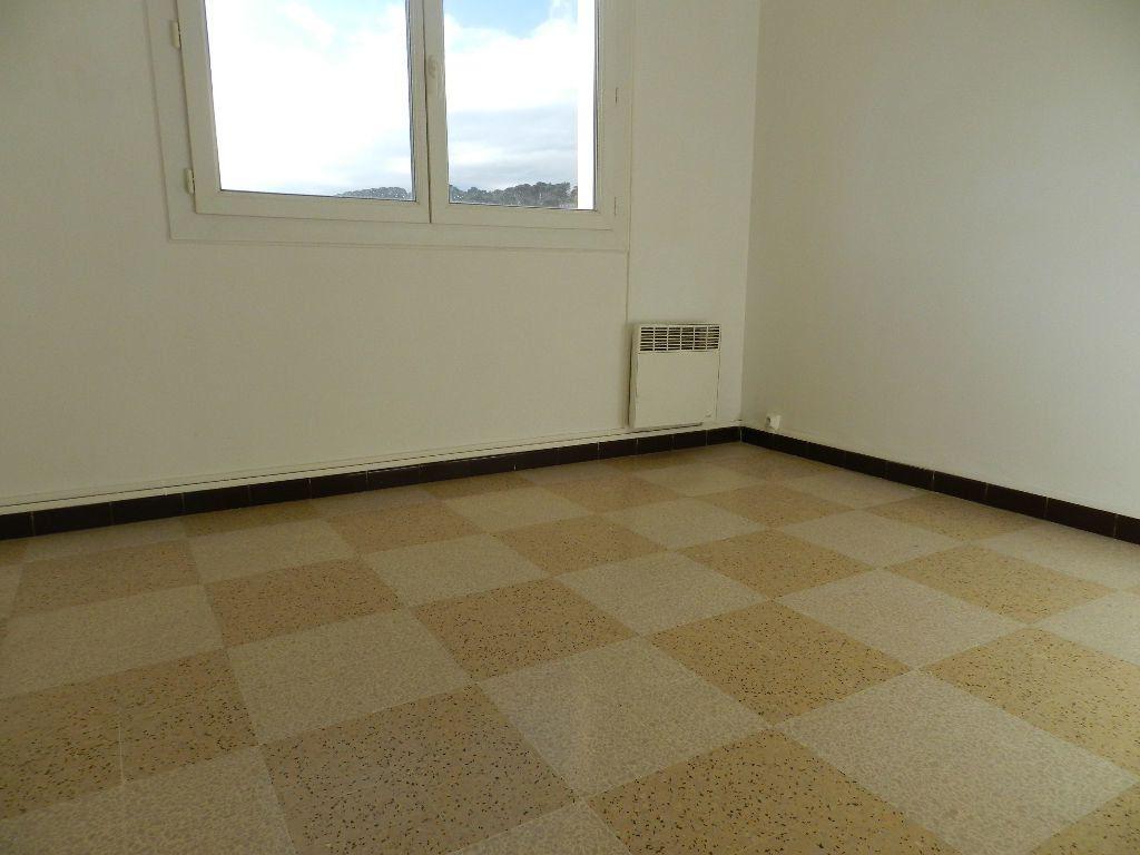 Appartement à louer 4 65.7m2 à La Seyne-sur-Mer vignette-6