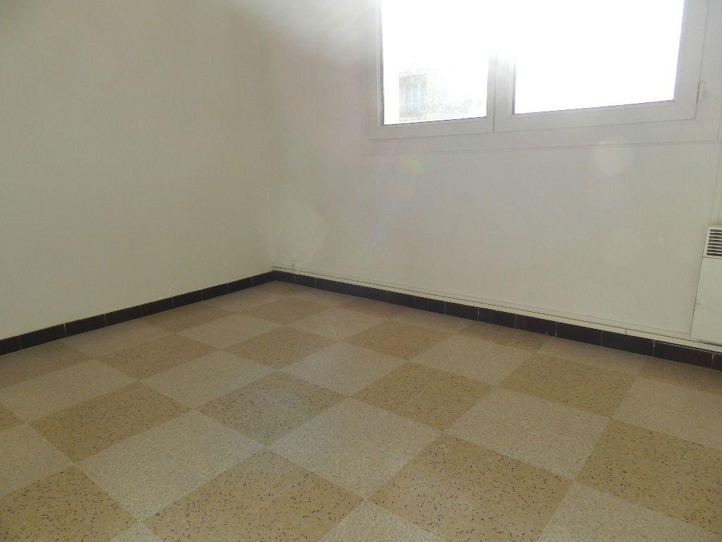 Appartement à louer 4 65.7m2 à La Seyne-sur-Mer vignette-7