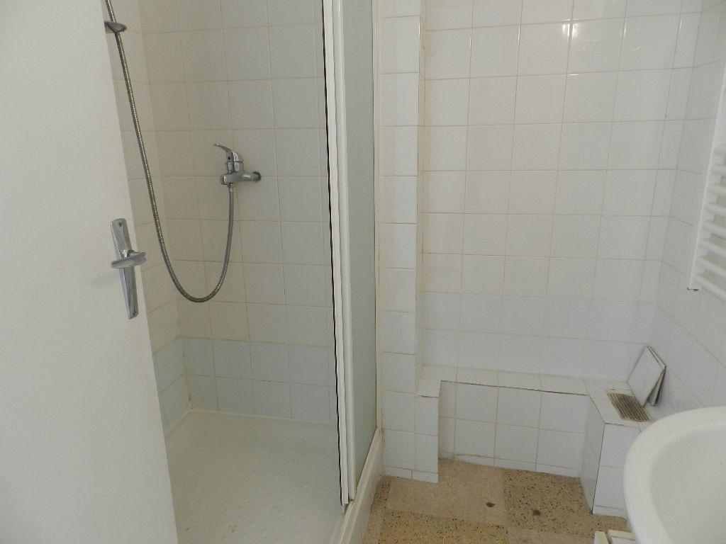 Appartement à louer 4 65.7m2 à La Seyne-sur-Mer vignette-8