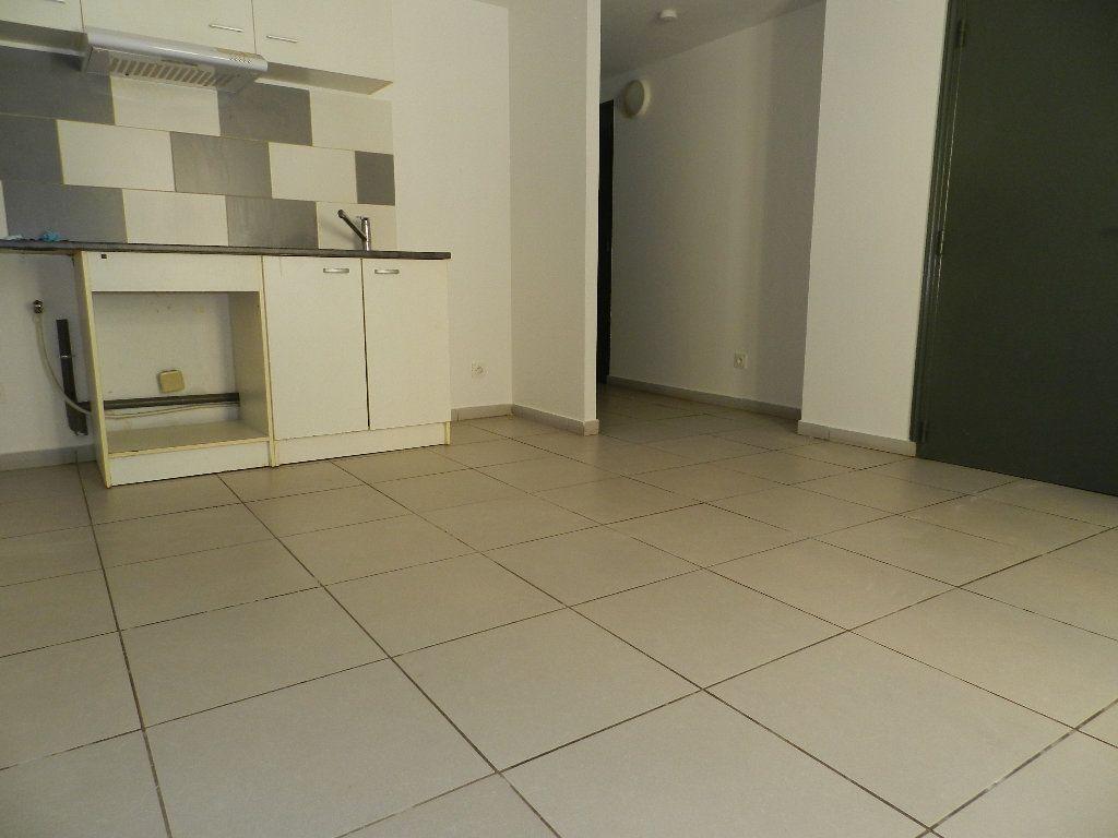 Appartement à louer 2 32.47m2 à La Seyne-sur-Mer vignette-2