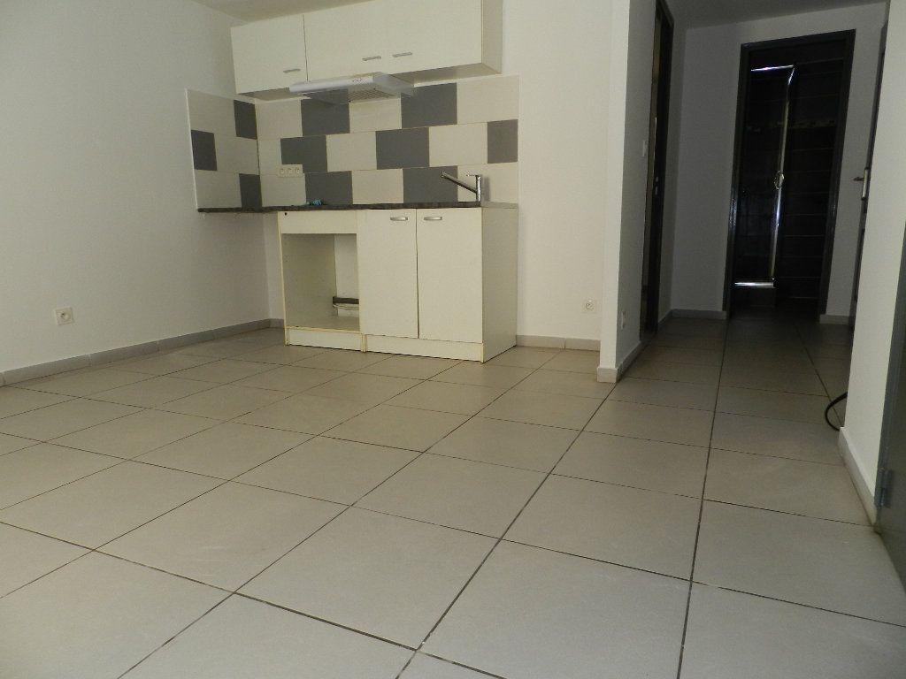 Appartement à louer 2 32.47m2 à La Seyne-sur-Mer vignette-3