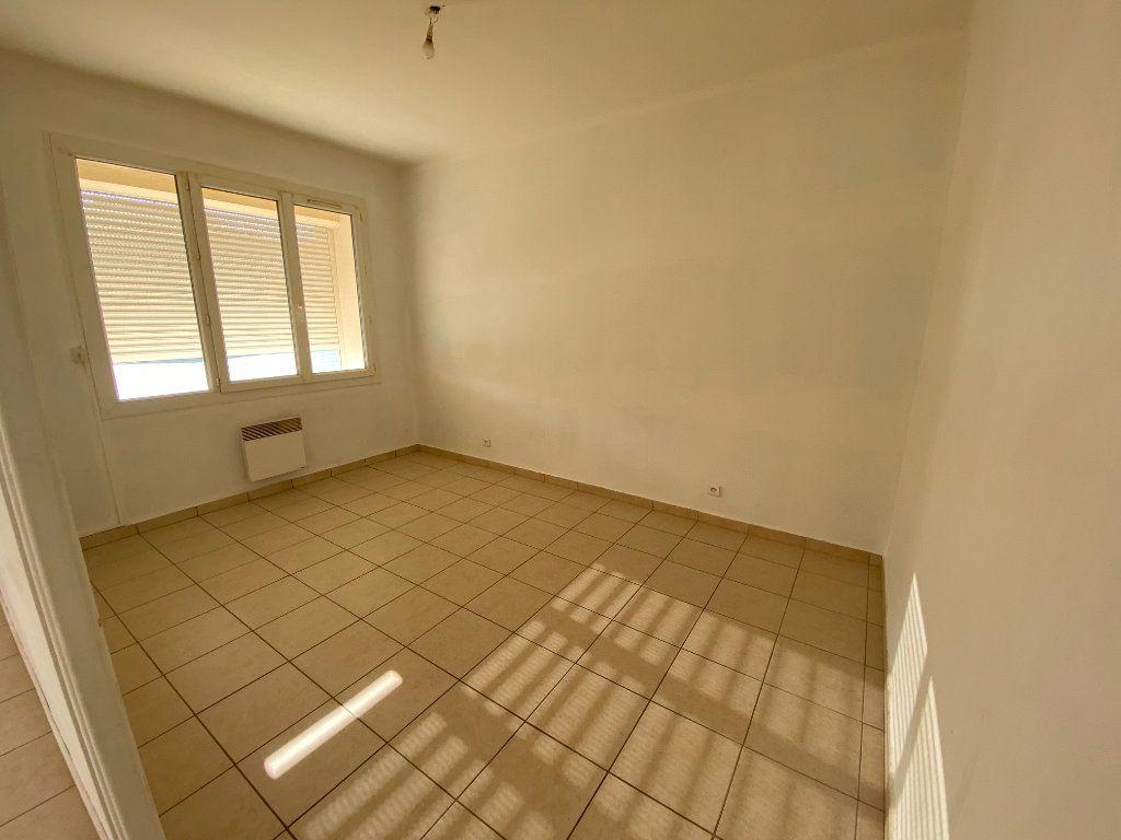 Appartement à louer 4 64m2 à La Seyne-sur-Mer vignette-2