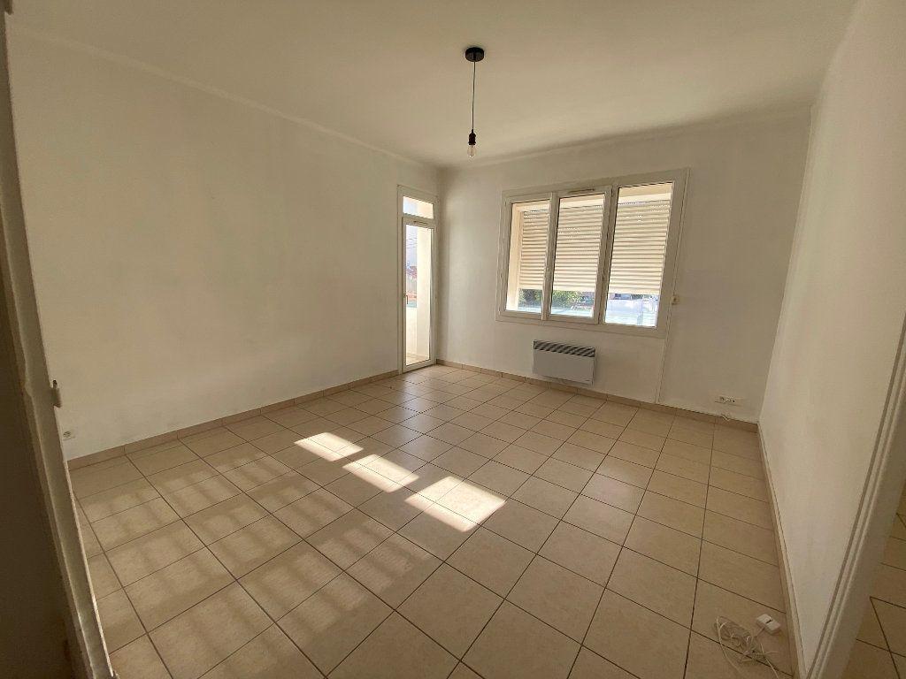 Appartement à louer 4 64m2 à La Seyne-sur-Mer vignette-3