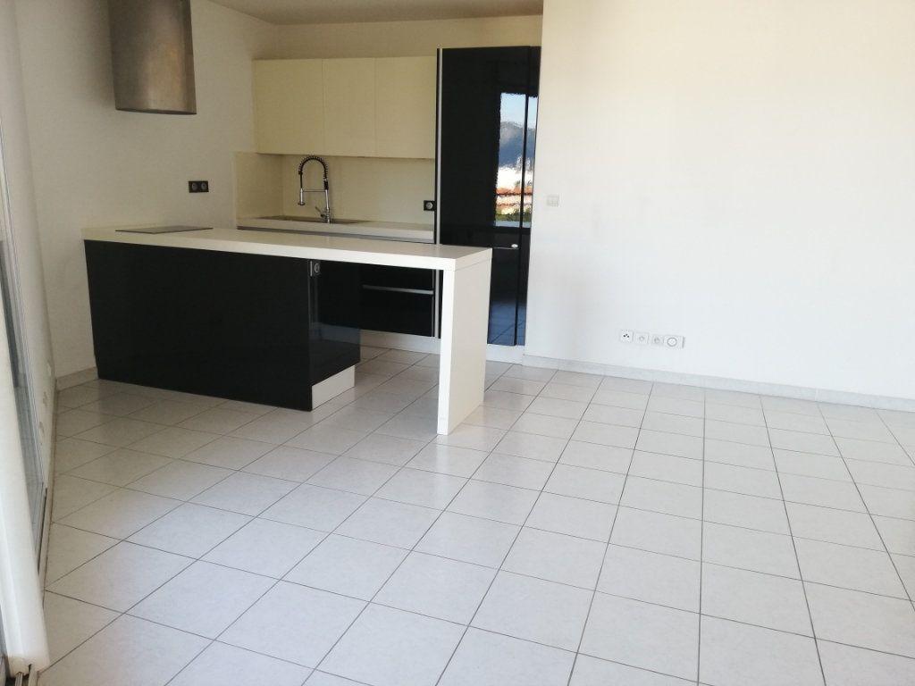Appartement à louer 2 47m2 à La Seyne-sur-Mer vignette-2