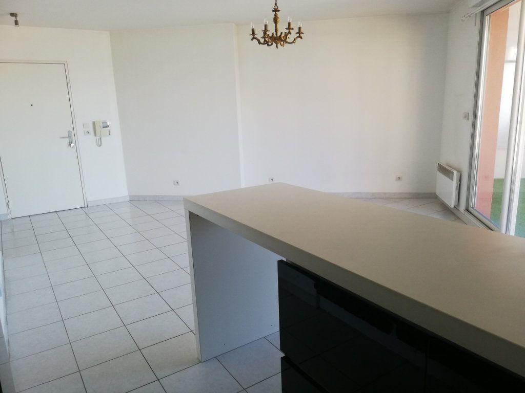 Appartement à louer 2 47m2 à La Seyne-sur-Mer vignette-4