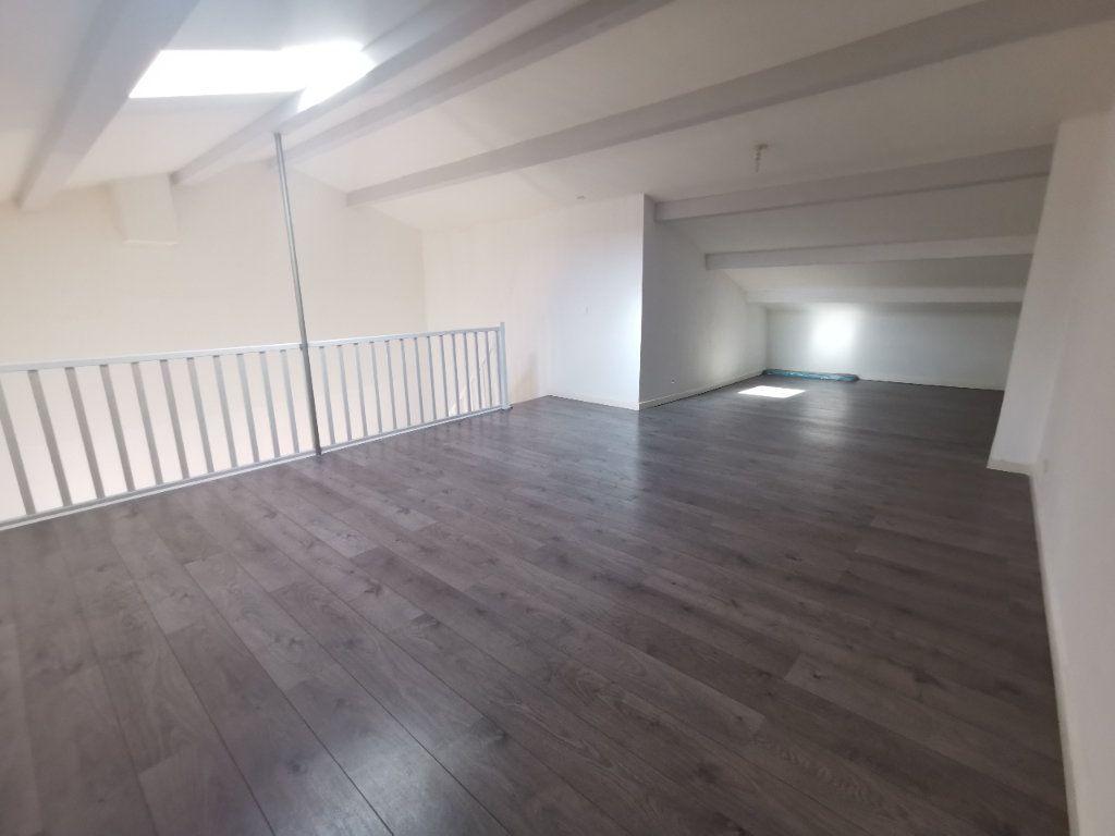 Appartement à vendre 2 67.27m2 à La Seyne-sur-Mer vignette-3