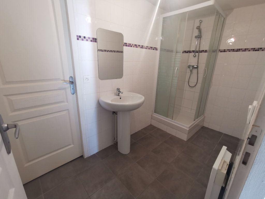 Appartement à vendre 2 67.27m2 à La Seyne-sur-Mer vignette-5